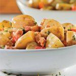 salade-de-pommes-de-terre-aux-poivrons-grilles-et-bacon-min